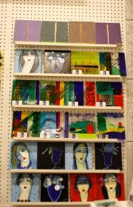 Mine glasbilleder i selskab med malerier